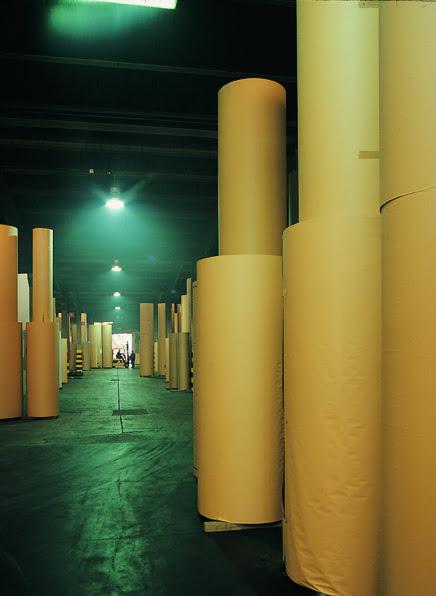 Bobinas de cartón en la fábrica de Cartonajes VIR.